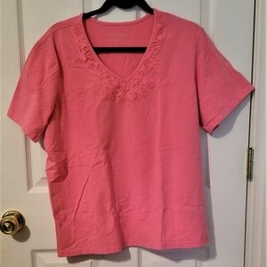 V neck T shirt with lace trim